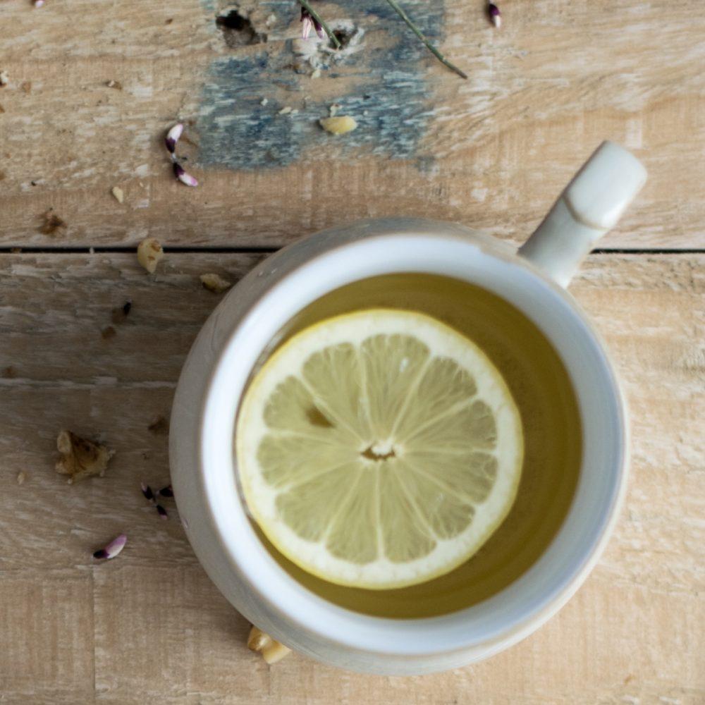 16 Beneficios del Agua Tibia con Limón para la Salud